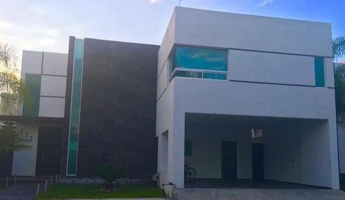 Casa En Venta En Villa De Santiago,n.l.