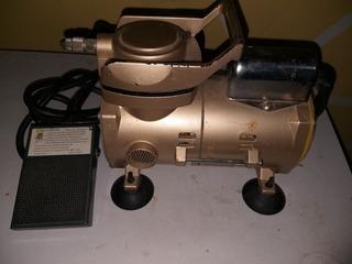 Mini Compresor De Aire Con Aerógrafo. 130dlrs.
