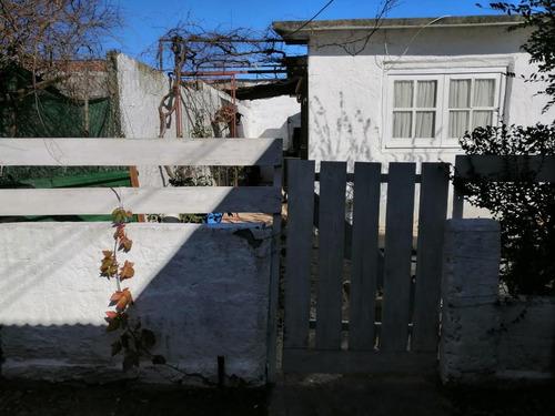 Casa Un Dormitorio Con Locales .