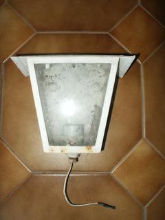 Farolito Pared Chapa Y Vidrio Luz Exterior Pasillo Patio