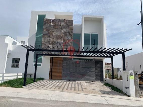 Casa En Venta 3 Hab + Roof Garden En Lomas De Juriquilla