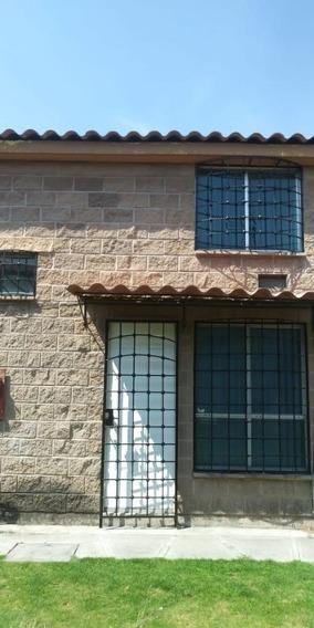 Casa En Zona Privada, 2 Recamaras, Cocina, Estacionamiento