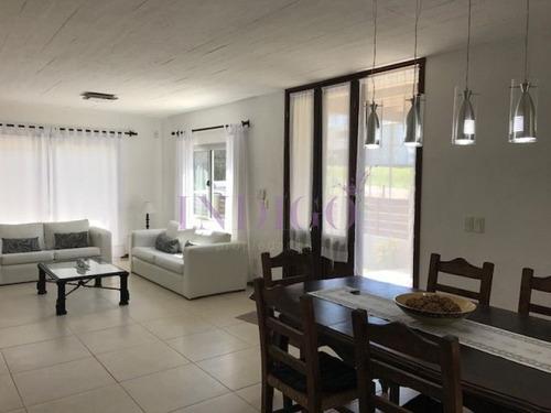 Casa En Montoya De  4 Dormitorios En Alquiler.- Ref: 159