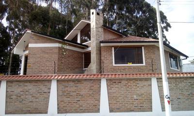 Hermosa Casa Estilo Rustico Sector Centrica Bulevar Frente A