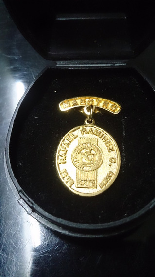 Medalla Rafael Ramirez Castañeda De Oro Vermeil Con Estuche