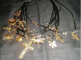 Collar Cuerito Oro Laminado Con Dijes