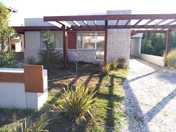 Casa De Diseño A 80 Mts De La Playa - 3 Ambientes Y 2 Baños.