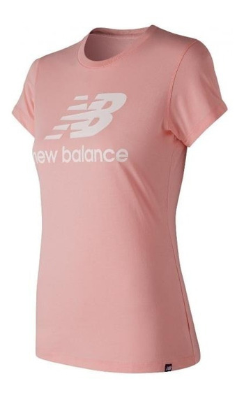 New Balance Remera Lifestyle Mujer Essentials Stacked Rosa