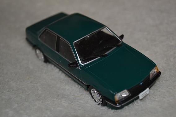 Miniatura Chevrolet Monza - Escala 1/43