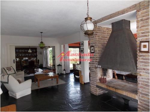 Casa Muy Bien Ubicada, Proxima Al Mar- Ref: 5584