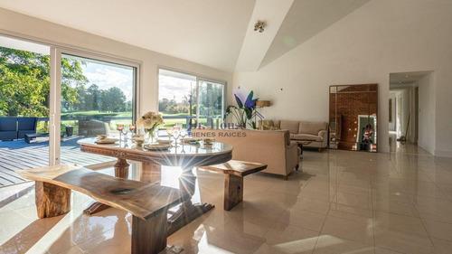 Casa Sobre El Green Del Hoyo 7 Del Cantegril Country Club- Ref: 353