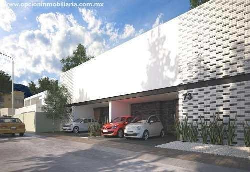 Hermosa Residencia De 3 Niveles, Acabados Premium. En La Mejor Etapa Del Fracc. El Refugio. La Propiedad Cuenta Con Hermosa Terraza, Comedor, Cocina Equipada, Estancia Amplia, Sala, Comedor, Estudio,