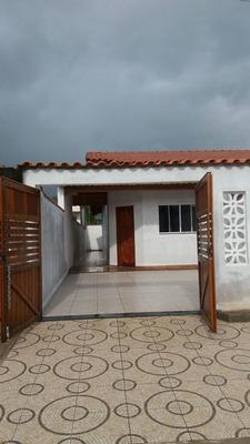Casa Com 02 Dormitórios Sendo 1 Suíte Na Praia De Itanhaém.