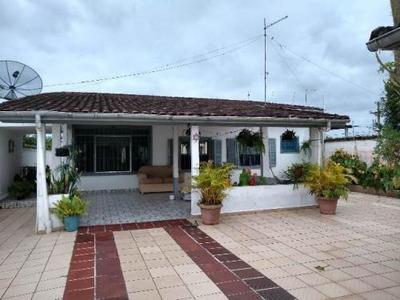 Casa Medindo 524 M², Com 4 Dormitórios Em Itanhaém