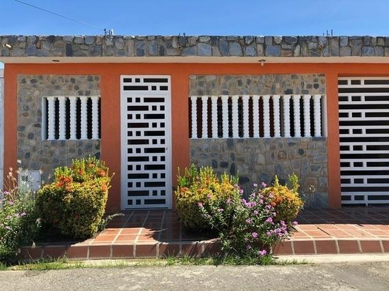 Venta Casa Urbanización Privada Con Vigila 413817