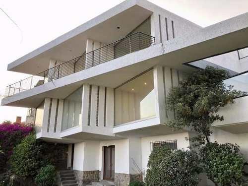 Moderna Casa Con Vigilancia Enfrente