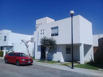 Bonita Casa En Fraccionamiento La Carcaña