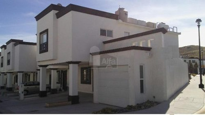 Hermosa Casa Habitación En Renta Por Canteras