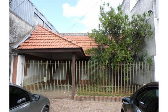 Venta Lanus Casa Con Cochera, Jardin Y Patio