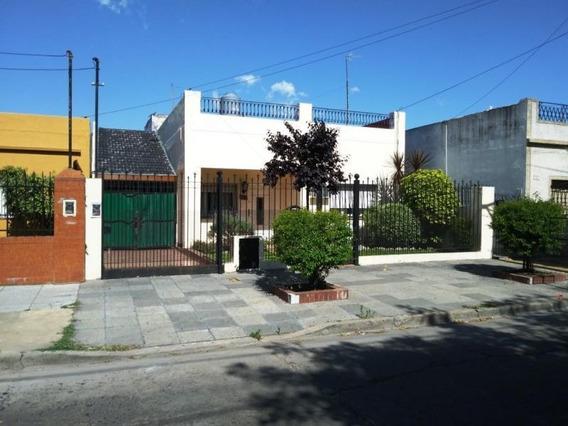 3 Dormitorios / Jardín, Piscina, Quincho Y Parrilla