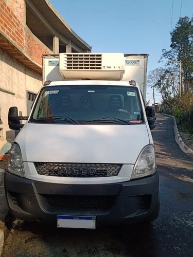 Imagem 1 de 10 de Caminhão Iveco 17c17 Ano 2014 Baú Refrigerado