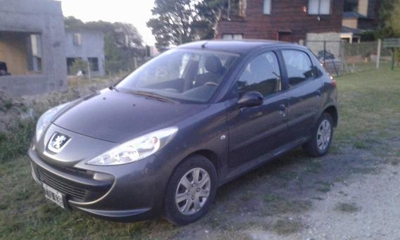 Peugeot 207 Compact - 2010