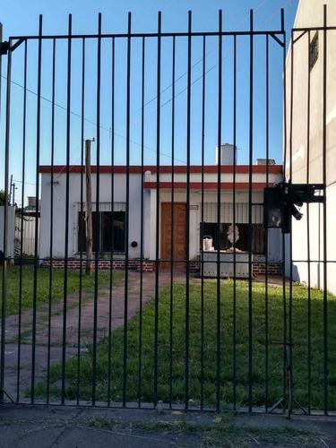 Imagen 1 de 13 de Chalet En Venta. Excelente Propiedad. Moreno