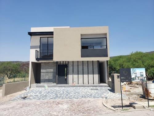 Bonita Casa, Con Hermosa Vista, Acabados De Lujo En Altozano