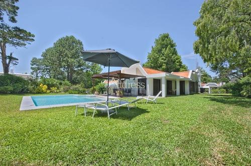 Casa De 4 Dormitorios Con Piscina Climatizada En Alquiler- Ref: 2958