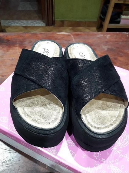 Sandalias Pink Gomones Negras Nro. 35 - Nuevas