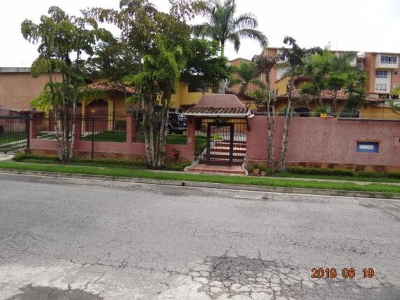 Se Vende Casa 550m2 2h+s/3.5b+s/6p Loma Linda