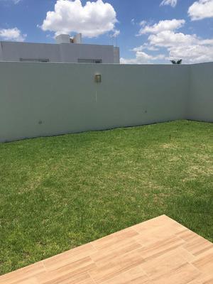 Casa En Renta En El Refugio Jardin Amplio $13500
