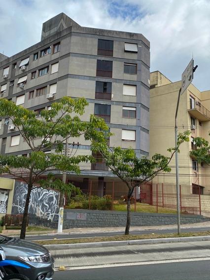 Apartamento Semi Mobiliado, Bem Localizado, 1 Dormitório, 1
