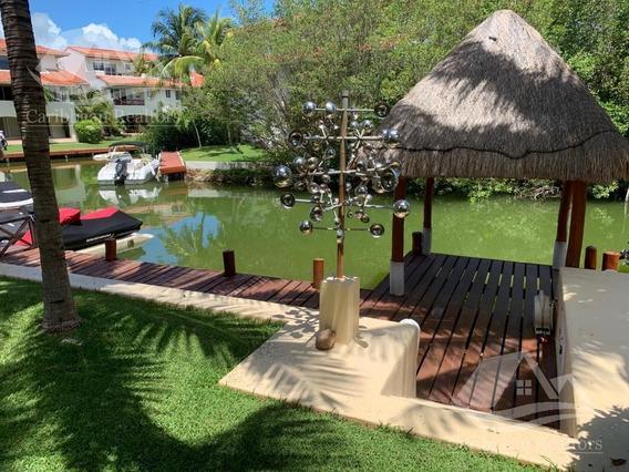Casa En Venta En Isla Dorada Cancún /zona Hotelera