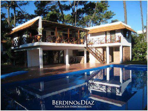 Exclusiva Casa De Ensueño Con Hermoso Entorno Natural Ubicada En San Rafael- Ref: 133