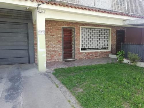Completa Casa Con Gran Fondo Jardín 2 Gge Cerrados Y Cochera
