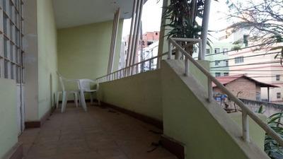 Casa 03 Quartos + Barracão Fundos No Bairro Sagrada Família - 1527