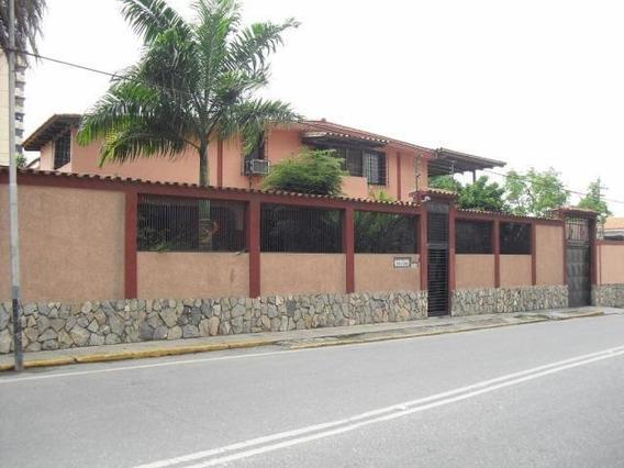 Casa En Venta En Zona Este Barquisimeto 20-249 Mf