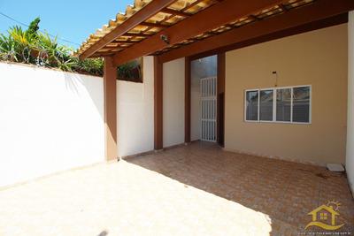 Casa No Bairro Centro Em Peruíbe - Lcc-2404