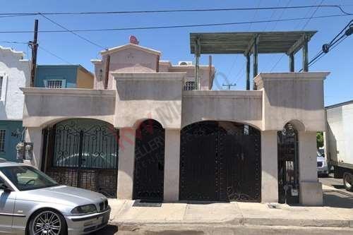 Casa En Venta Villas Del Rey Esquina Zona Comercial Doble Frente Ideal Para Negocio