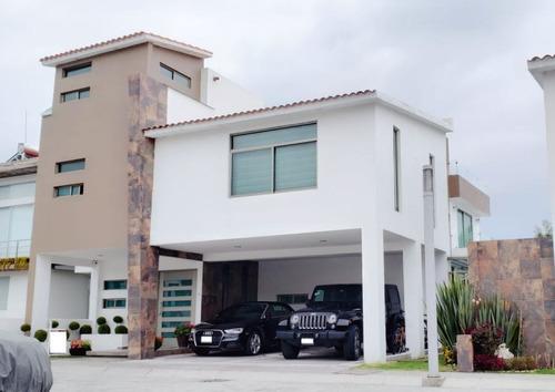 Imagen 1 de 14 de Venta De Residencia En Metepec