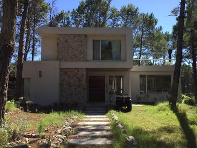 Villa Robles - Venta , Casa Sobre La Laguna