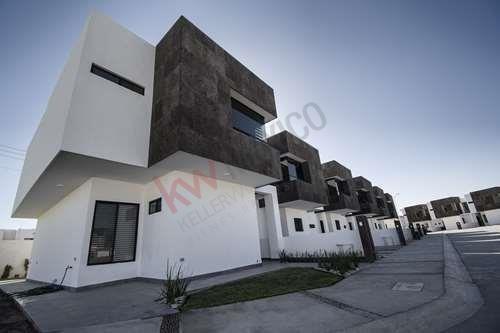 Casa En Venta Sector Viñedos, Fracc. Cerrado, Villa Las Palmas.