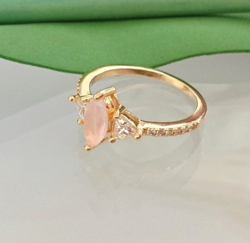 Anel Feminino Pedra Navete Rosa Leitoso Folheado Ouro 18k