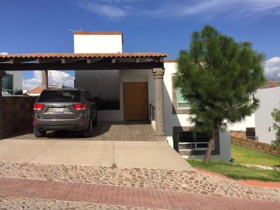 Rento Casa Fraccionamiento Exclusivo En Vista Real Qro.
