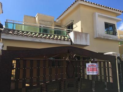 Casa De Dos Niveles En La Autopista San Isidro
