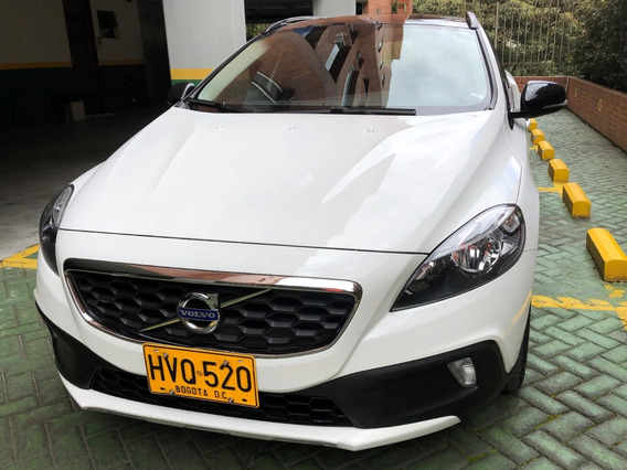 Volvo V40 T4 Cross Country. 15.404 Km. 180 Cv. Automático
