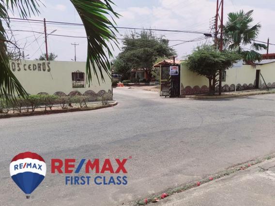 Casa Urbanizacion Los Cedros Código: 422093