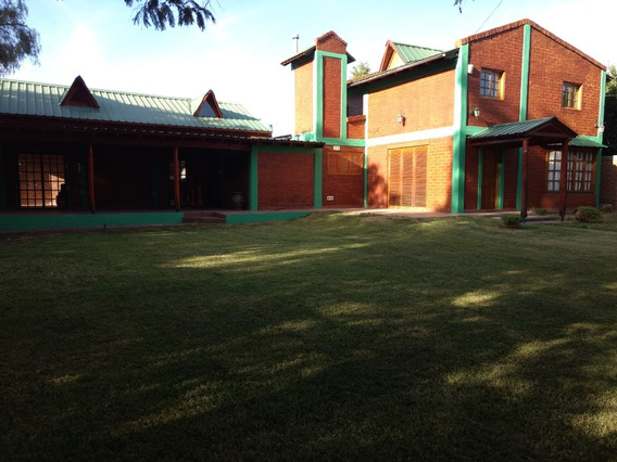 Casa 3 Dormitorios, Amplia Muy Comoda, Quincho Garage Para 3