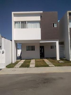 Casa Amueblada 2 Pisos,3 Hab, 2.5 Baños Zona Residencial Playa Del Carmen P2774